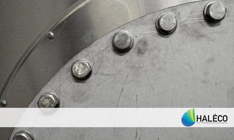 detalle de contenedor para residuos acero