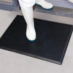 haleco-alfombra-desinfección-zapatos