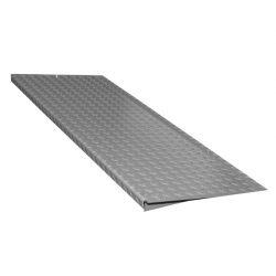 Rampa de acceso en acero galvanizado para plataforma de retención. 135 cm x 50 cm x 7,8 cm