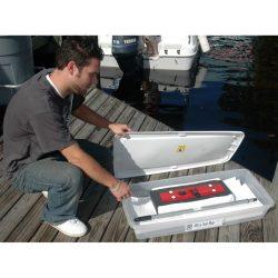Caja de almacenaje para escoba absorbente. Es ideal para protejerla del polvo. Robusta en plástico e impermeable.