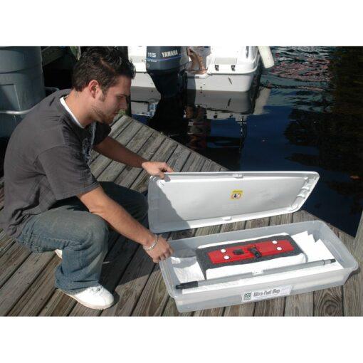 Caja de almacenaje para escoba absorbente. Es ideal para protejerla del polvo. Robusta en plástico e impermeable